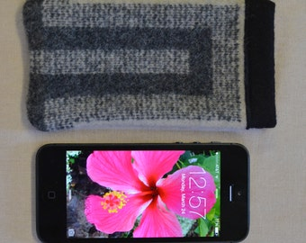 iPhone SE sleeve cover case wallet - iPhone won't slip out - mobile accessories - grey cream San Miguel WOOL from Oregon 5 5s