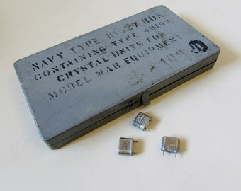 Vintage US Navy Box With Crystal Unit