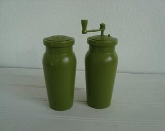 Bright Green Wooden Pepper Mill Salt Shaker - Painted - Modern Cottage - Midcentury - Vintage Wood - Mad Men - Retro - Kitsch - Wedding Gift