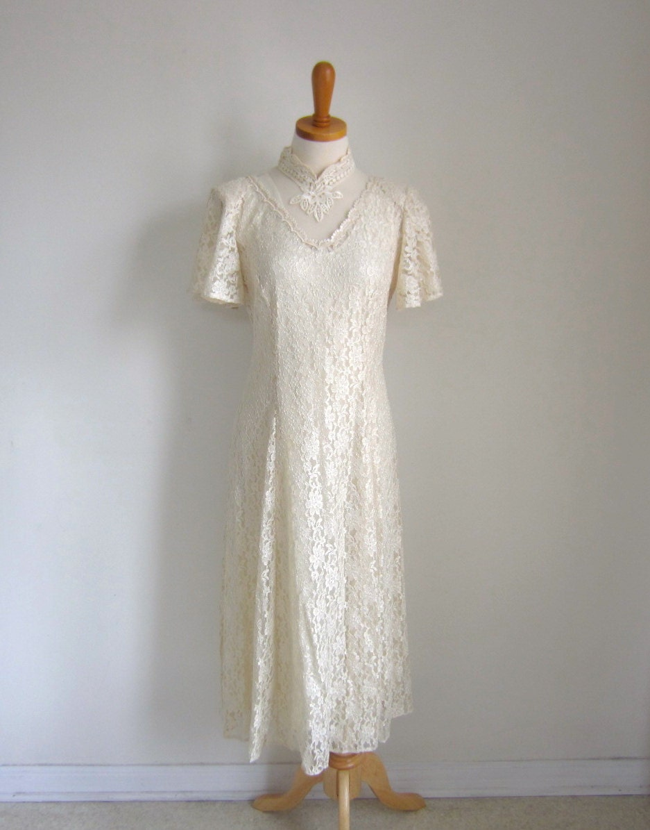 Vintage wedding dress mid length lace wedding dress short for Mid length wedding dress