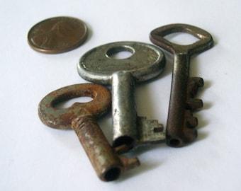 Vintage Barrel Keys Set of 3 Small Hollow Keys Jewelry/Steampunk Supply