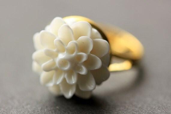 white flower ring white chrysanthemum ring white flower