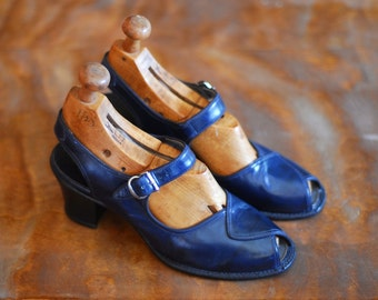 vintage 1940s shoes / 40s navy blue leather mary janes / size 6
