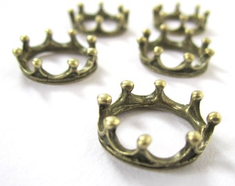 10 antiqued bronze vintage style 3D crown charms - 6x18mm