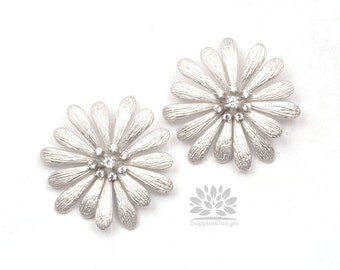 P449-02-MR// Matt Original Rhodium Plated Large Cubic Daisy Flower Pendant, 1 pc