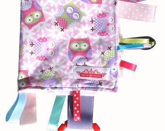 Taggy Snuggly MINI TAG TOY Blanket  . Baby Comforter . Babies Gift - Hoot Owls on Pink . Handmade
