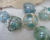 Vintage Floats Set of 5 Fishing Floats With Net Glass Floats Japanese Beach Decor Nautical Coastal Decor Lake House