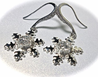 Snowflake earrings ~ Sterling Silver ~ Big Clear Cubic Zirconia Center ~ Winter wedding jewelry ~ Bridal jewelry ~  High Quality ~ Gift