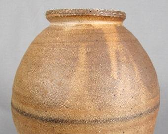 Large early Wayne Branum vase, MacKenzie school, Hamada, Leach
