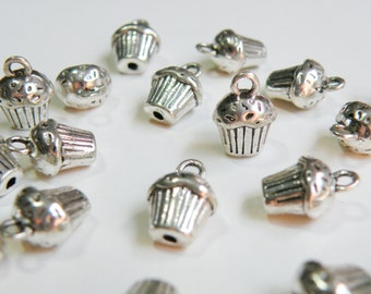 10 Sweet Cupcake dessert 3D charms antique silver 13x10mm PA113361