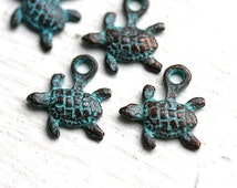 SALE PRICE 6pc Tiny Turtle charms, small baby turtles, green patina, Greek beads, metal turtle, nautical - 12mm - F019