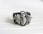 Silver Bee Ring ..  bee ring, silver bee, jewellery, honey bee ring, adjustable ring, filigree ring, gift for mum, sister, friend