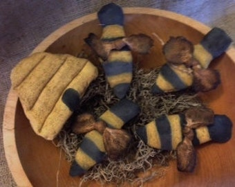 Primitive bee and bee skep bowl filler