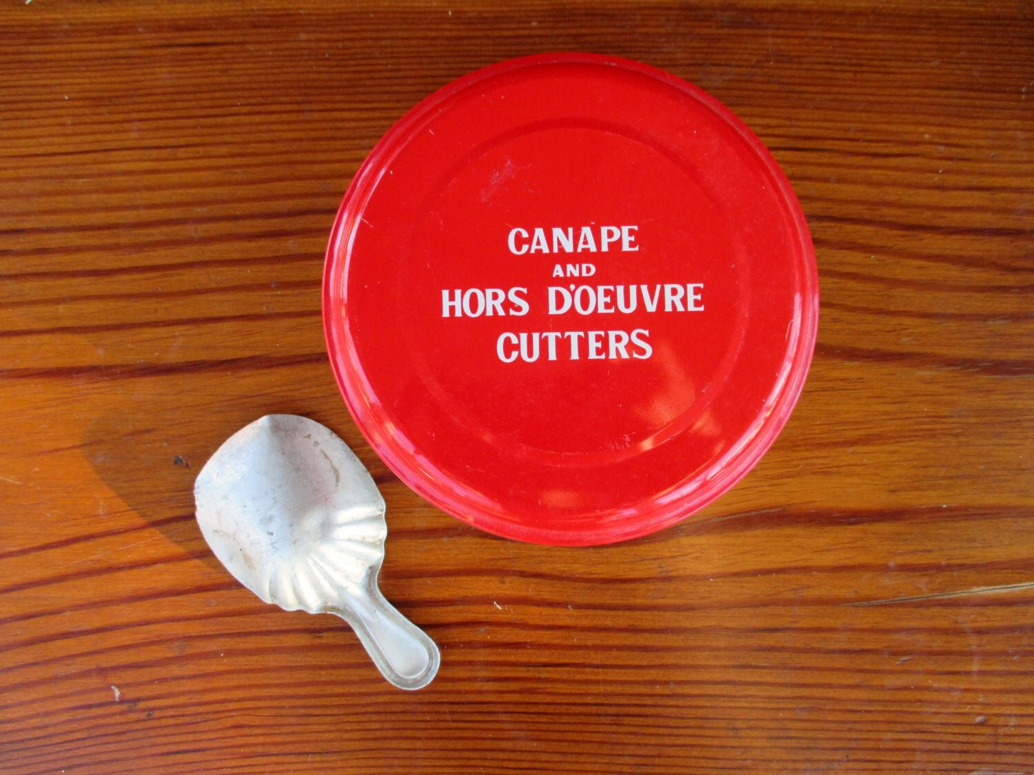 Vintage canape hors d 39 oeuvre cutters with tin by for Mini canape cutters