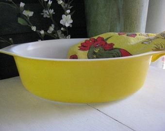 Retro Vintage Pyrex Yellow Oval Casserole Mod Midcentury Madmen Mad Men Modern Large Baking 2.5 Quart 2-1/2 Qt Beauty!
