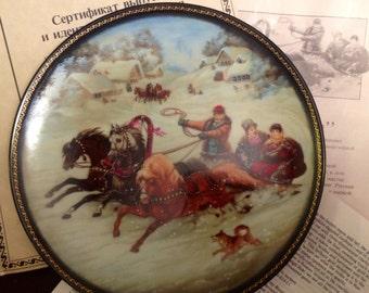 "Russian Porcelain Collector Plate ""A Winter Ride"" by Fedoskino Art Studios. Natalya Leonova 1990 USSR"