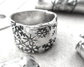 Powder Ring Band - Snowflakes and Fine Silver