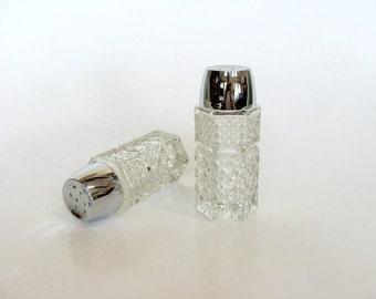 Anchor Hocking Wexford Clear Glass Diamond Pattern Salt and Pepper Shakers Holders with Faux Chrome Lids