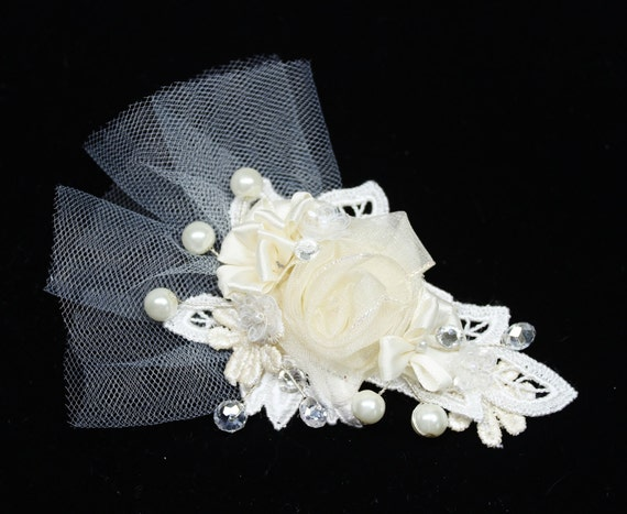 Floral and Lace Hair Comb- Floral hair clip- Pearl Bridal Clip- Ivory hair comb-Floral hair accessories- Bridal Hair Comb- Ivory Bridal Comb