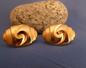 Gold Swirl Cuff Links
