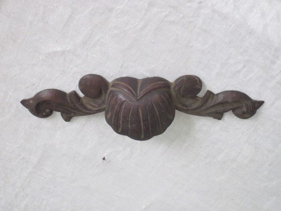 Vintage carved wood decorative furniture trim piece for Antique decoration pieces