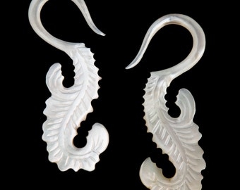 6G Pair Mother of Pearl Tail Feathers Gauged Earring Plugs 6 gauge Organic Hand Carved Body Piercing Jewelry