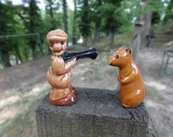 HUNTER with Gun and GOPHER Vintage Salt and Pepper SHAKERS Cabin Rustic Decor Farmhouse Kitchen