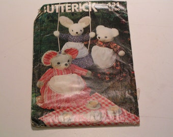 Vintage Butterick Pattern 431 Stuffed Animals and Clothes Rabbit Mouse Bear Dress or Pajama Bag Apron