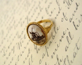 Brown and White Delft gold tone vintage ring with windmill scene