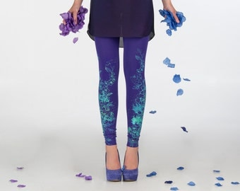 Violet fields - dark violet leggings with flower print