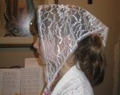 White lace chapel veil, child's size. Prod.# Zwo1