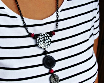 Three buttons necklace