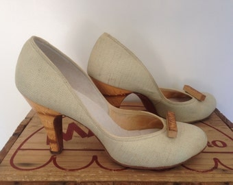 AmAzing 1940s/50s Fabric and Carved Wood Heels Size 7.5-8 38.5