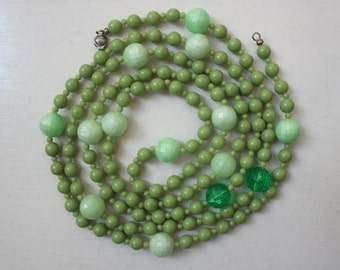 1960s Beaded Necklace Vintage