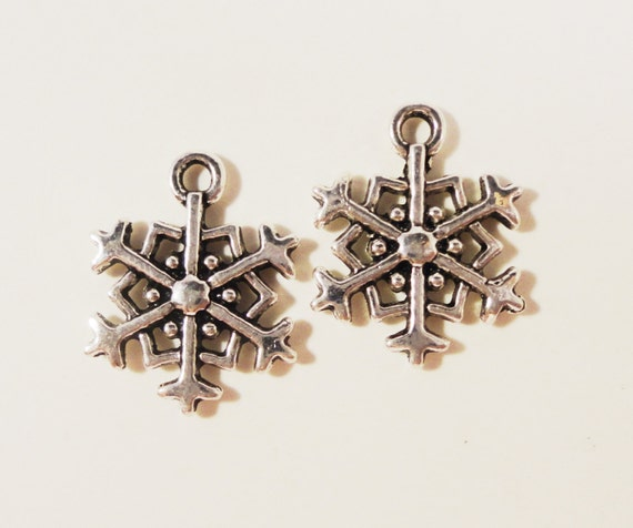 Silver Snowflake Charms 18x15mm Antique Silver Metal Snow Christmas Holiday Winter Charm Pendant Jewellery Making Jewelry Findings 10pcs