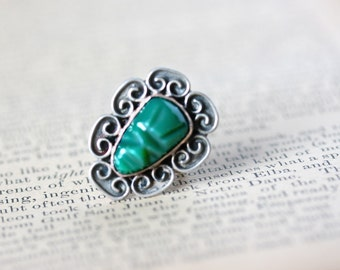 Vintage Jade and Mexican Silver Ring Mayan Face green gray size 4.25 mid century retro Aztec pre-columbian