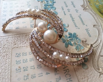 Sparkle gold color pearls and rhinestone crystals brooch pin