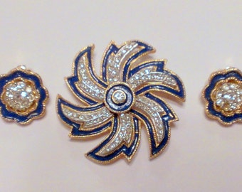 Vintage Kramer Blue and Diamond Rhinestone Flower Brooch