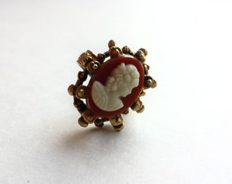 Vintage Adjustable Gold Chunky Retro Thermoset Cameo Ring 1960s