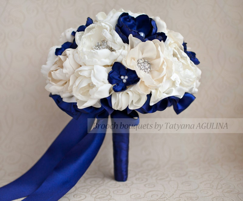 15 Anos Ramos: Brooch Bouquet. Ivory And Navy Blue Wedding Brooch Bouquet
