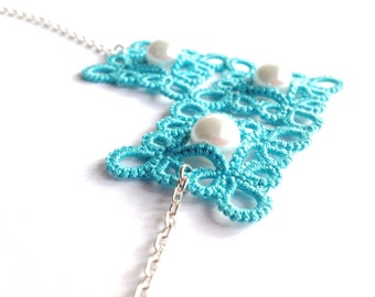 Turquoise tatted pendant necklace - statement necklace - square