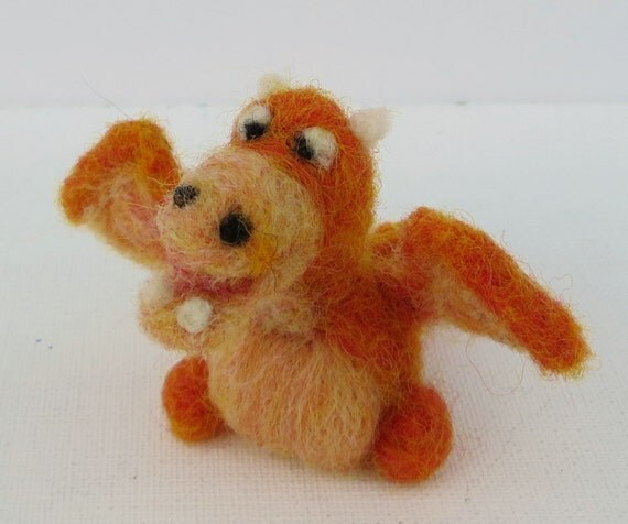 Miniature Needle Felted Crosseyed Dragon with Underbite, Miniature natural wool toy, Little Dragon, Natural toy, Baby Dragon, Tiny Wyvern