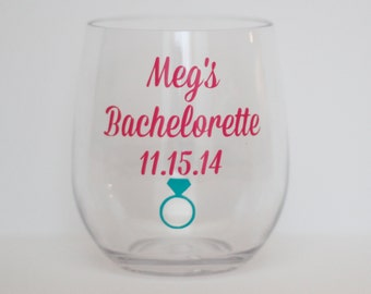 bachelorette party wine glasses // party favors // personalized wine glass // acrylic wine glass // girls weekend gift // bridal party gift