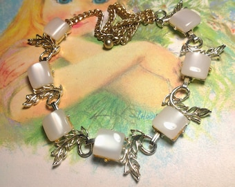 vintage costume jewelry necklace lucite whitey