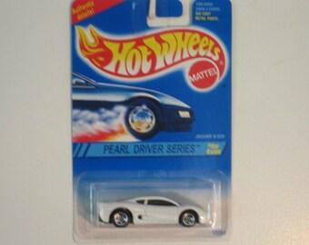"Mattel Hot Wheels Jaguar XJ220  ""1994 Pearl Driver Series"""