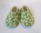 Baby Booties in Grass Green with Leaves - Cotton/Cream Cotton Flannel Lining - Eco Friendly - Spring/Summer - Size 0-3 months, 6-12 months