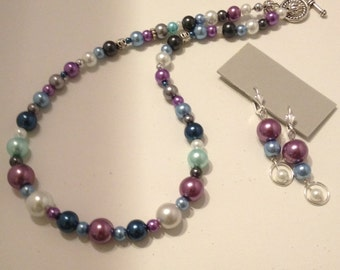 Multicolor pearl necklace and earrings