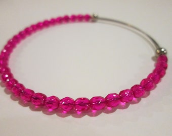 Electric pink expandable beaded wire bangle bracelet