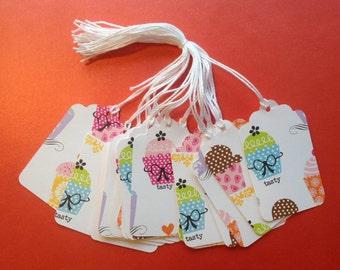 SUPER CLEARANCE - 20 Pretty Cupcake Gift / Merchandise Tags (820)