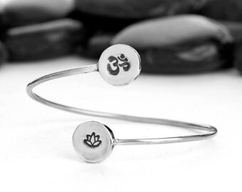 Om bracelet, lotus bracelet, yoga bracelet, OM, Lotus flower, OM Charm, lotus charm, yoga, bracelet, jewelry, JIB249LSS